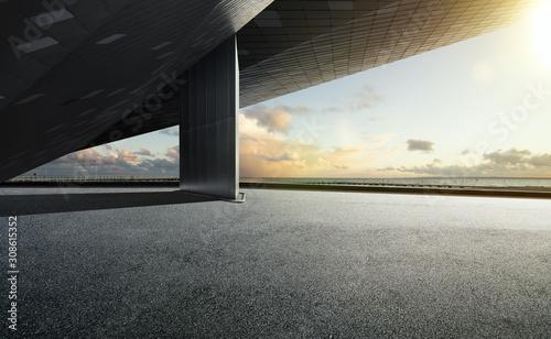 Fotografia Empty floor ground with modern building rooftop