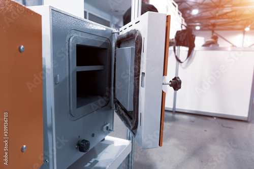 Carta da parati Laboratory electric furnace. Open door metal oven