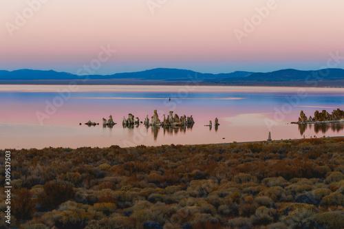 Obraz na płótnie Mono Lake pink sunset