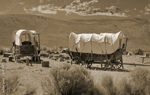 Fotografiet Simulated old photograph of wagons on the Oregon trail