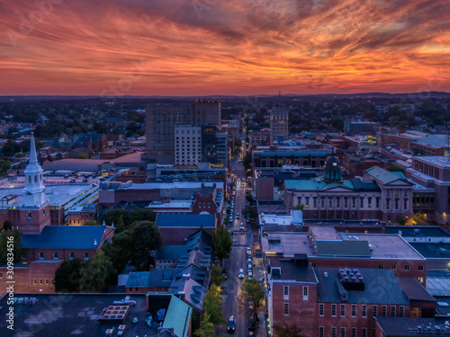 Fotografia Downtown area in dramatic sunset, aerial view of Lancaster, Pennsylvania