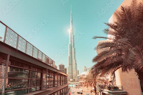 Fotografia, Obraz The incredible architecture of the tallest skyscraper in the world - the main attraction of Dubai - Burj Khalifa