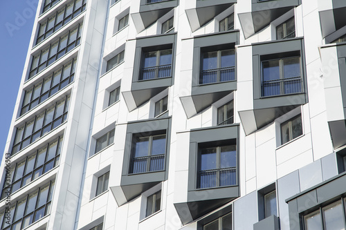 Photo Modern apartment building with ventilated facade