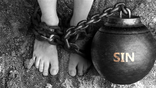 Fotografia Sin as a negative aspect of life - symbolized by word Sin and and chains to show