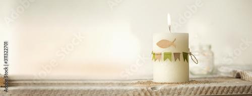 Fotografía Kommunion, Konfirmation , Taufe - Banner mit weißer Kerze mit Wimple Girlande in