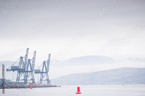 Fotografia Container terminal crane gantry for loading and offloading cargo freight shippin