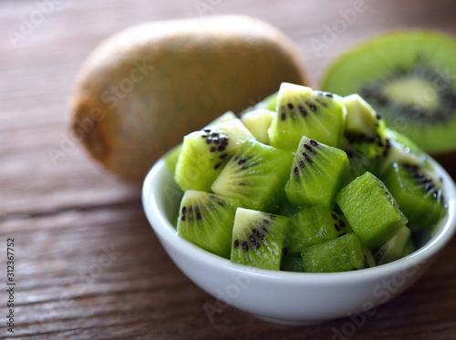 Obraz na płótnie Kiwi fruit in white bowl