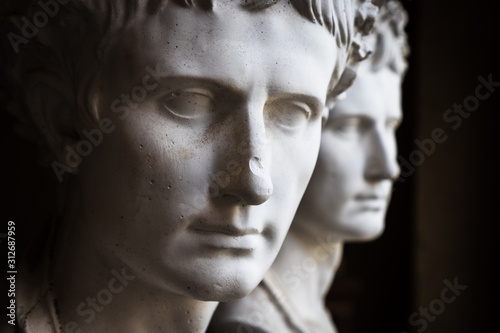 Obraz na płótnie Bust of a roman emperor or important citizen, plaster reproduction