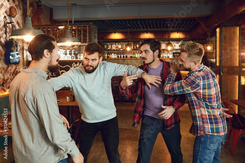 Foto Drunk people are fighting in a pub.