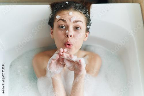 Fotografija girl in bath with foam