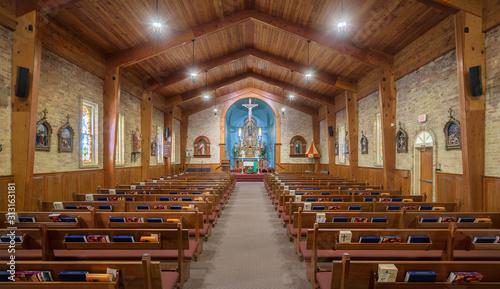Photo Empty nave inside the Basilica of San Albino in the historic district of Mesilla