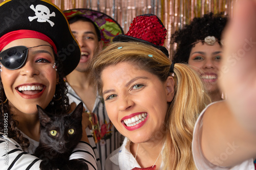 Fototapeta Friends make self-portraits with Brazilian carnival costumes