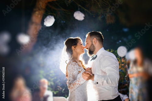 Canvas Print first dance - Elegant wedding by night