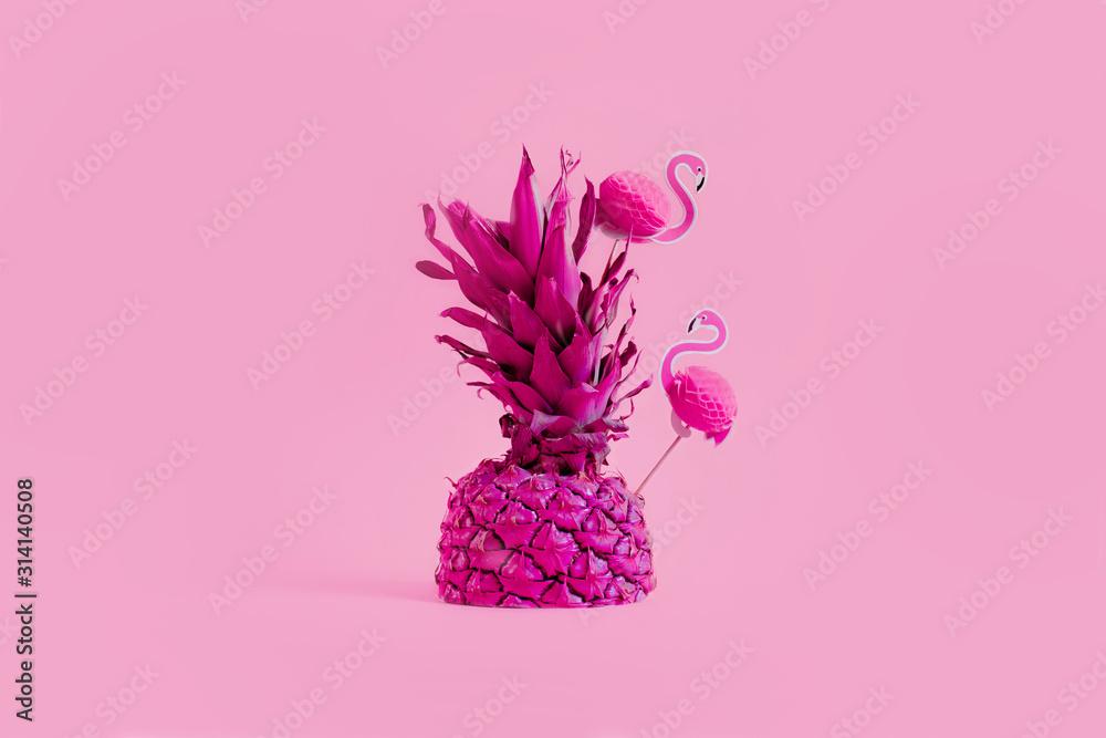 Bright pineapple with pink flamingo. Creative concept of summer party drinks <span>plik: #314140508 | autor: Yevheniia</span>