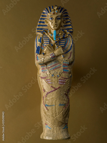 Photo Figure representing the sarcophagus of Tutankhamun,