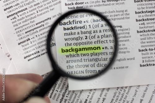 Fotografía The word or phrase backgammon in a dictionary.
