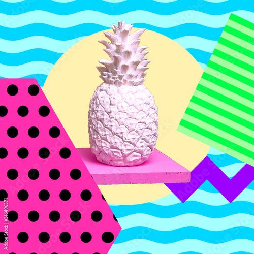 Obraz na płótnie Biały ananas w przestrzeni geometrycznej