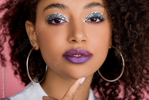 Valokuva attractive african american girl with silver glitter eyeshadows and purple lips,
