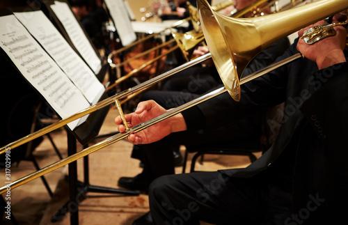 Carta da parati Playing the trombone in orchestra