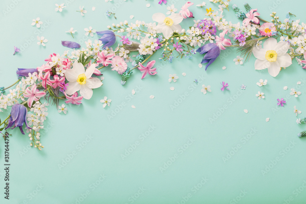 beautiful spring flowers on green paper background <span>plik: #317644799 | autor: Maya Kruchancova</span>