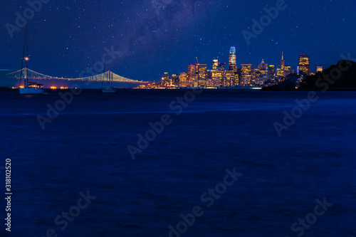Foto Night time over San Francisco and the Bay Bridge as seen from Angel Island in th