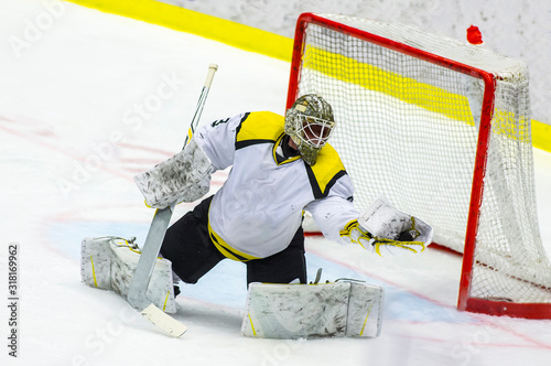 Fotomural Ice hockey goalie makes a glove save