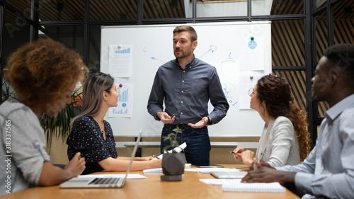 Photo Businessman hold team meeting making speech at meeting