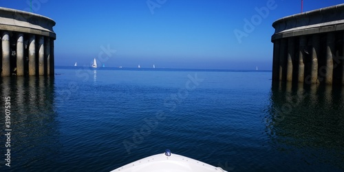Fotografia, Obraz SCENIC VIEW OF SEA AGAINST CLEAR BLUE SKY