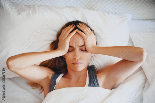Stampa su Tela Beauty, young woman with headache on bed