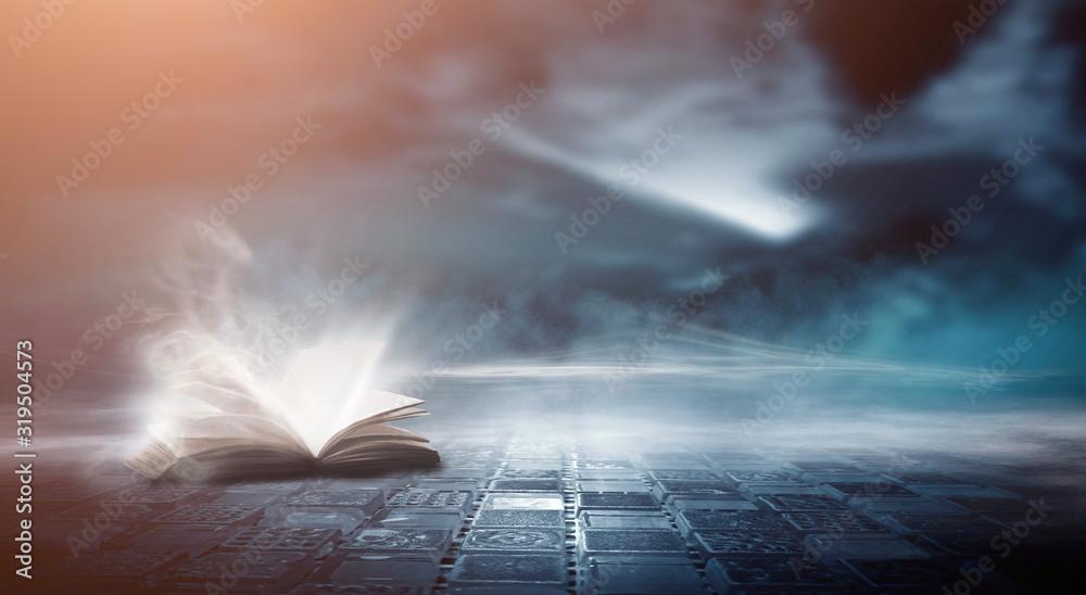 Otwarta książka na drewnianym stole pod nocnym niebem na tle ciemnego lasu. Magiczny blask. Nocna scena. <span>plik: #319504573 | autor: MiaStendal</span>