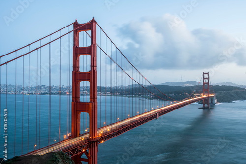фотография GOLDEN GATE BRIDGE OVER RIVER