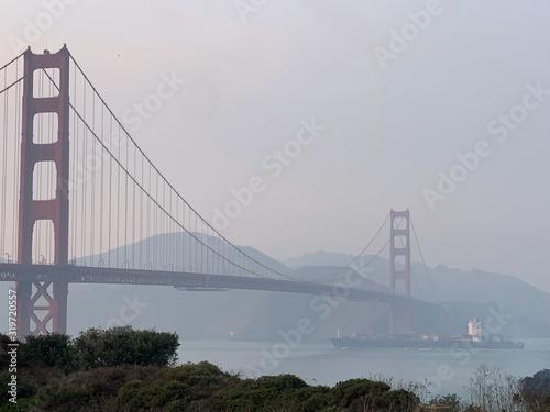 Платно Golden Gate Bridge Over River Against Sky
