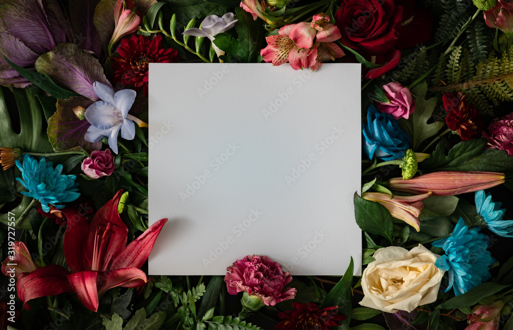 Creative layout made of flowers and leaves. Flat lay. Nature concept. Floral Greeting card. Colorful spring flower background with paper card note. Nature Trendy Decorative Design. <span>plik: #319727557 | autor: Zamurovic Brothers</span>