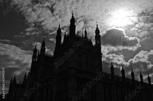 Obraz na plátně Palace Of Westminster Against Cloudy Sky On Sunny Day
