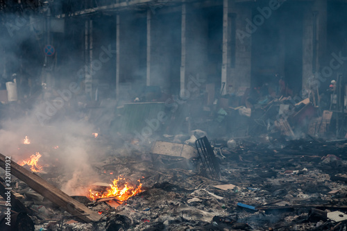 Obraz na plátně Burned building and barricades at the Maidan square in Kyiv, Ukraine during anti