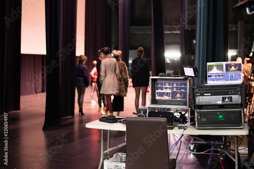 Billede på lærred Camera controls on the backstage of a theater