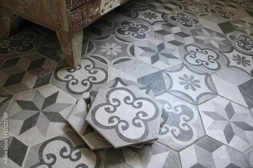 Carreaux ciment gris dans salle de bain, décoration intérieure maison Fototapeta