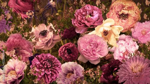 カラフルな大輪の花々