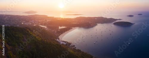 Fotografia Aerial panorama of Phuket island and Nai Harn beach at sunrise