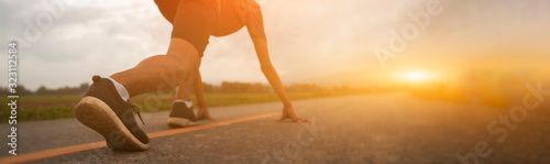 Photo Athlete runner feet running on treadmill closeup on shoe,Sports concept background