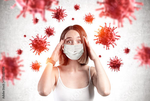 Scared young girl in mask, coronavirus panic Fotobehang