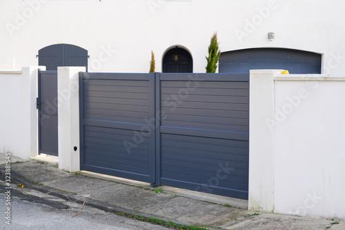 Obraz na płótnie steel big grey metal gate fence on modern house street