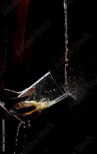 Fotomural Spitting Asturian cider