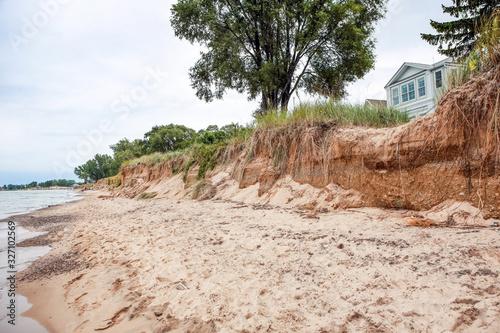 Beach houses on Lake Michigan, lake erosion dangerously close to houses, half th Fototapet