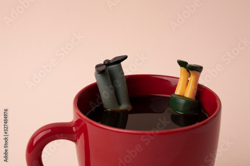 Slika na platnu miniature man and woman falling in coffee
