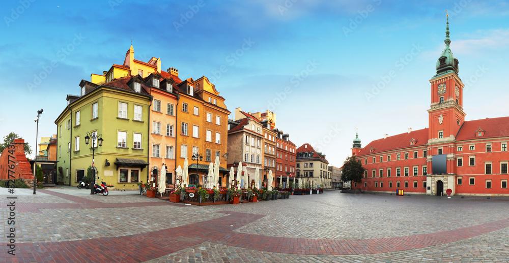 Old town in Warsaw, Poland. The Royal Castle and Sigismund's Column called Kolumna Zygmunta <span>plik: #327767743   autor: TTstudio</span>