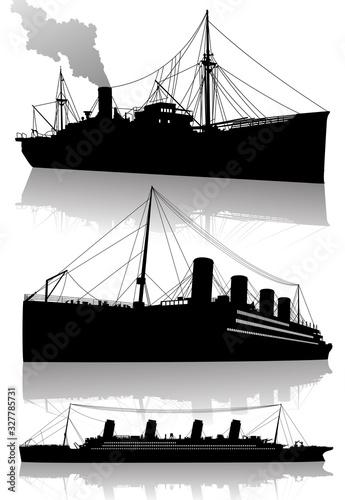 Obraz na plátně Silhouettes of a steam cargo and a steam cruise ship