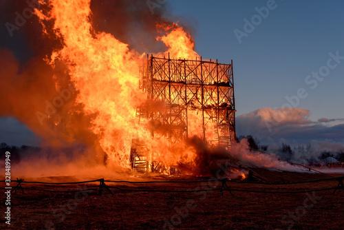 Slika na platnu Building in inferno of flames
