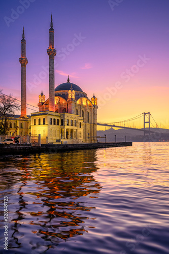 Ortakoy Mosque with Bosphorus Bridge in Istanbul, Turkey Fototapete