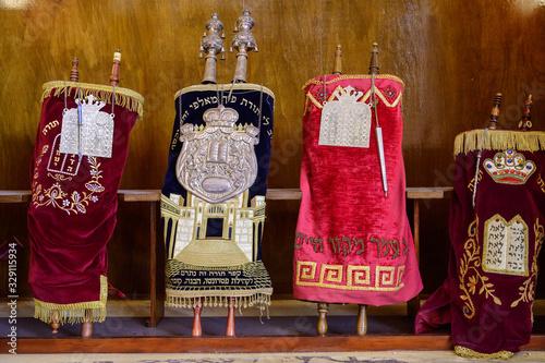 Fotografie, Obraz Torahs in Synagogue, Temple Beth Shalom, Plaza de la Revolucion, Vedado, Havana,